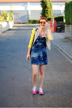 Dresses+ sneaker 11