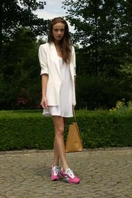 Dresses+ sneaker 13