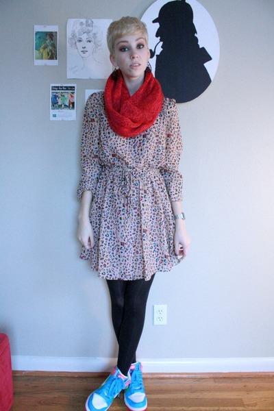 Dresses+ sneaker 3