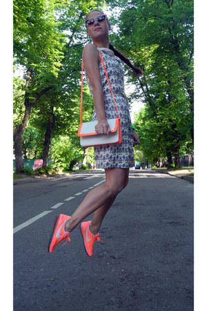 Dresses+ sneaker 5
