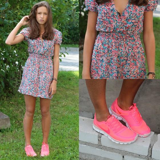 Dresses+ sneaker 6