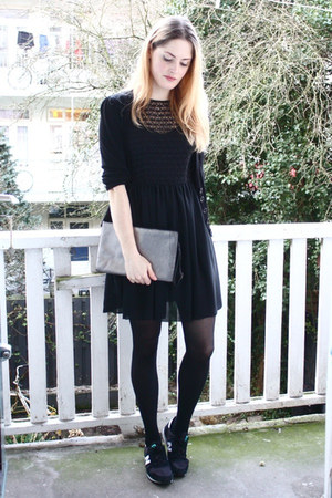 Dresses+ sneaker 8