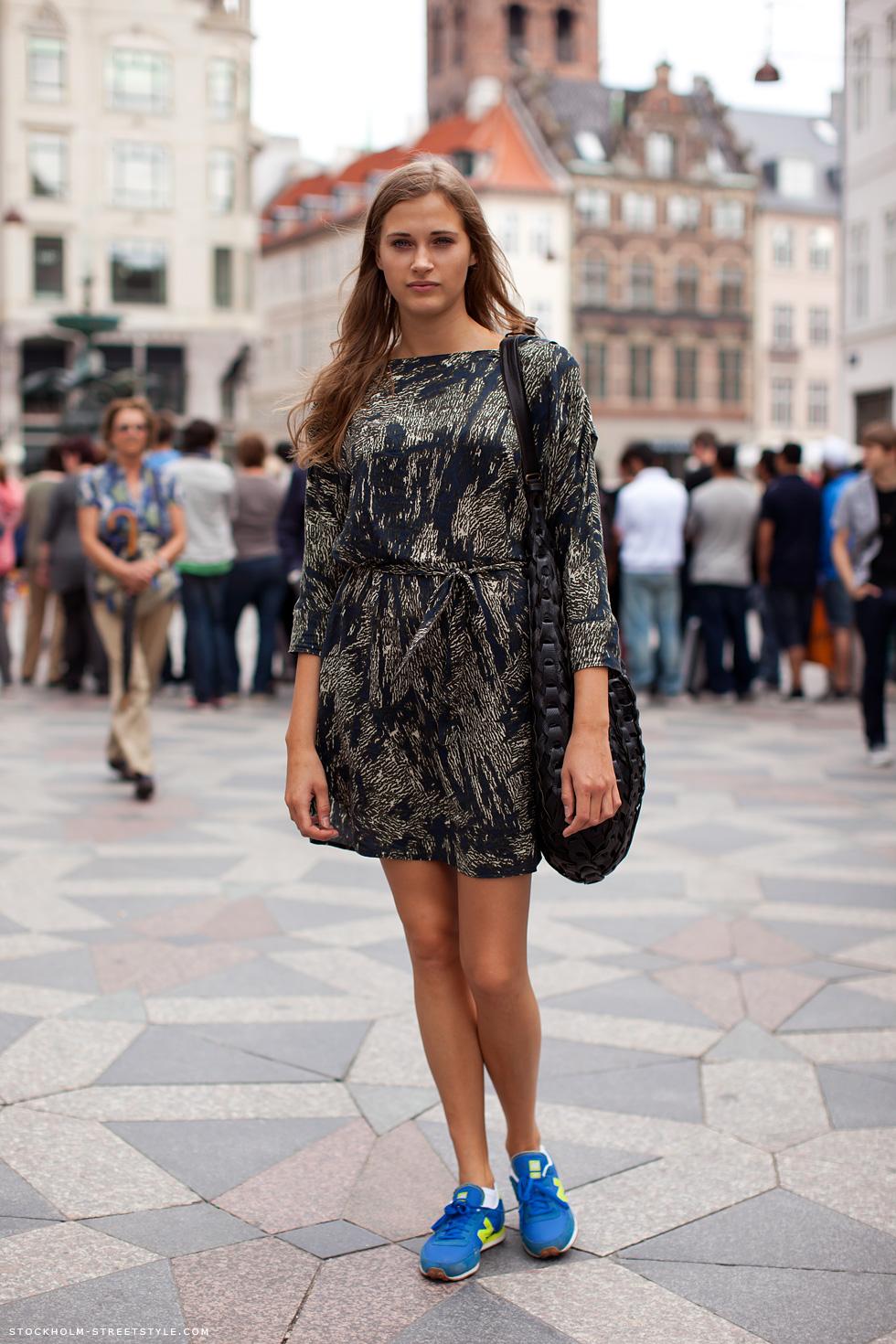 Dresses+ sneaker 9